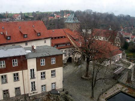 Blick vom Turm auf den oberen Burghof