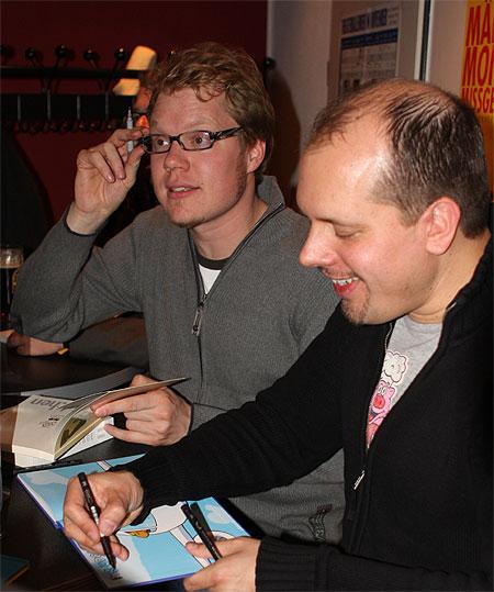 Nach der Lesung signieren die Autoren - stundenlang…
